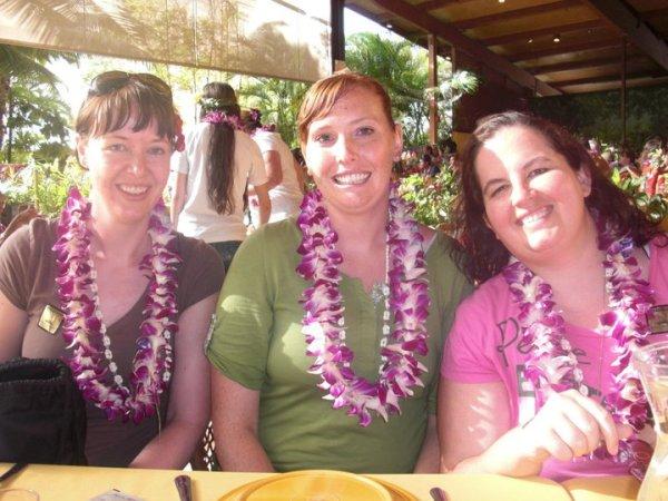 Emilee and Rachel in Hawaii