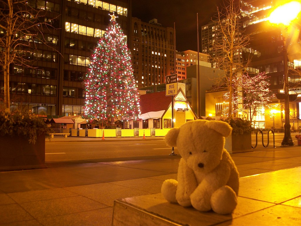 lonely_bear_christmas_by_kilroyart-d4jny1u